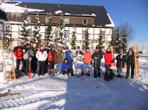 Alle Teilnehmer des Schneesklupturen-Wettbewerb