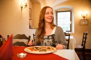 Lecker_Pizza_essen